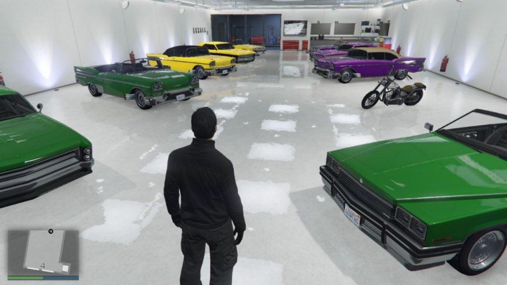 GTA Online frakciók színeit viselő NPC autók